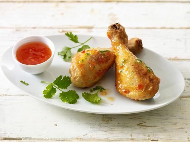 Hähnchenkeulen vier mal anders: Mit Erdnuss-Chili-Kruste Rezept