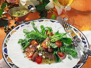 Hähnchenleber auf Feldsalat und Frisée mit Pistazien Rezept