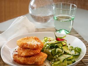 Hähnchennuggets in Kokospanade mit scharfem Gurkensalat Rezept