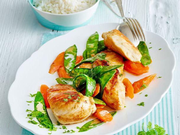 Hähnchenpfanne mit Möhren und Zuckerschoten Rezept
