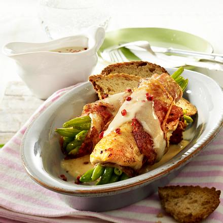 Hähnchenrouladen mit Bohnen-Salami-Füllung Rezept