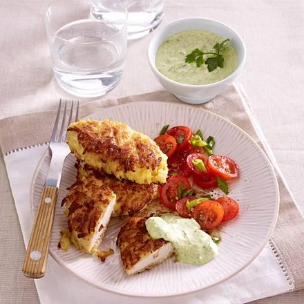 Hähnchenschnitzel im Kartoffelmantel mit Salsa verde Dipp und Tomatensalat Rezept