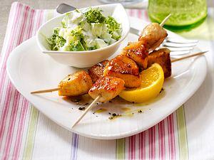 Hähnchenspieße in Honig-Senf-Marinade mit Gurken-Kresse-Salat Rezept