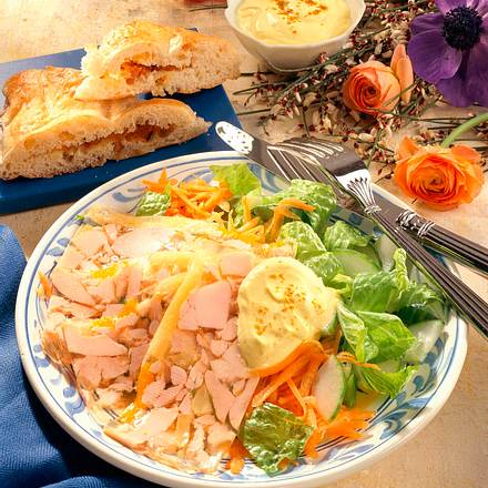 Hähnchensülze mit Salat Rezept