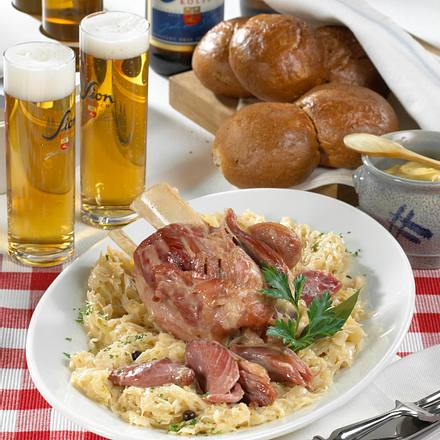 Hämchen met suure Kappes (Eisbein mit Sauerkraut) Rezept