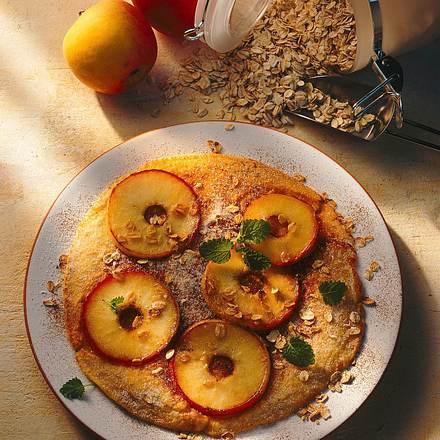 Haferflockenpfannkuchen mit Apfelringen Rezept