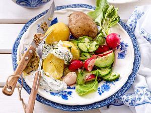 """Halb geschenkt""-Kartoffeln mit Kräuterquark Rezept"