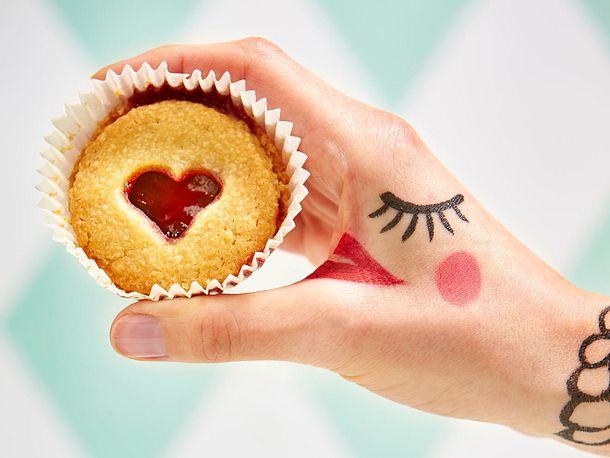 Hand-Pie mit Preiselbeerliebe Rezept