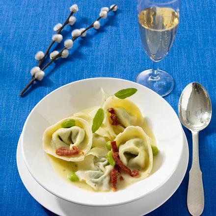 Handgemachte Ziegen-Ricotta-Tortelloni in Salbeibutter (Poletto Ostermenü) Rezept