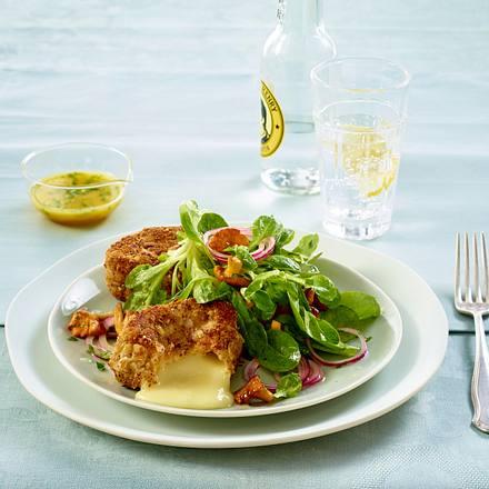 Haselnuss-Camembert auf Salat Rezept
