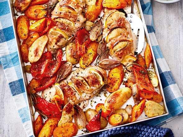Hasselback-Huhn mit Gemüse Rezept