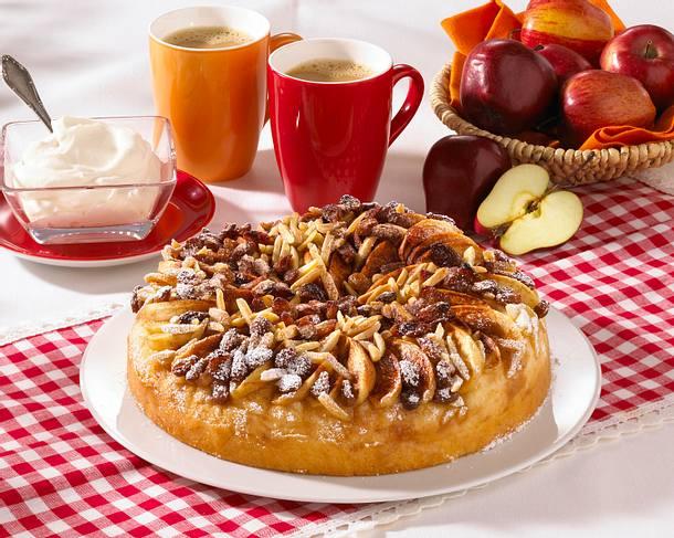 hefe apfelkuchen mit rosinen rezept chefkoch rezepte auf kochen backen und. Black Bedroom Furniture Sets. Home Design Ideas
