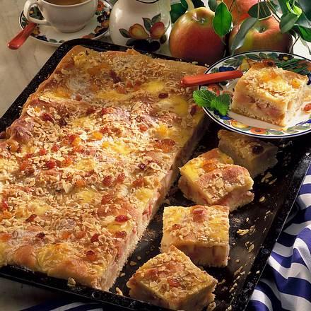 Hefe-Apfelkuchen mit Schmandguss Rezept