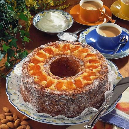 Hefe-Aprikosenkranz mit Mandeln Rezept