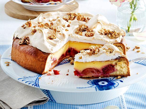 Hefe-Pflaumen-Torte mit Baiser Rezept