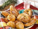 Hefe-Salz-Brezeln, -Stangen und -Brötchen Rezept
