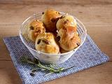 Hefebrötchen mit Möhren, Äpfel und gehackten Mandeln Rezept