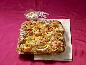 Hefeteig-Bratapfelkuchen vom Blech Rezept