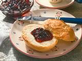 Heidelbeer-Brombeer-Konfitüre mit Gin und Mandelsplittern Rezept