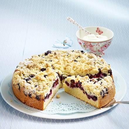 Heidelbeer-Buttermilch-Kuchen mit Marzipanstreuseln Rezept
