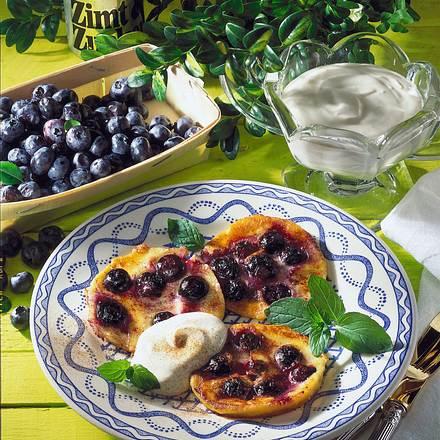 Heidelbeerpfannkuchen mit Crème fraîche Rezept