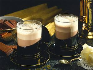 Heiße Mokka-Schokolade mit Eierlikör Rezept