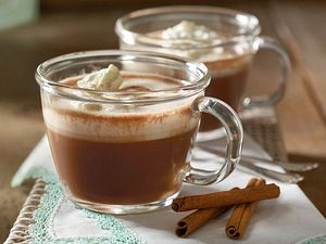 Heiße Schokolade mit Sahnehaube Rezept