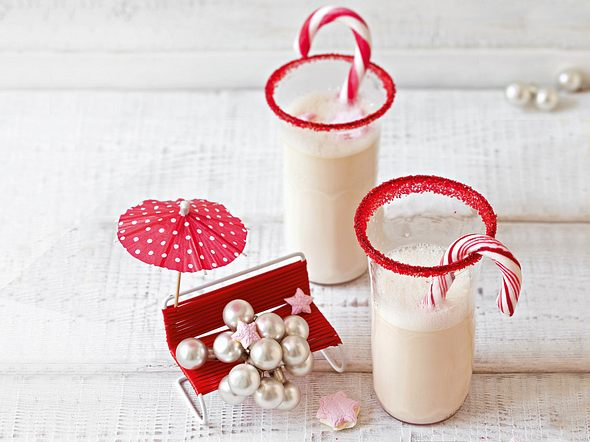 Heiße weiße Schokolade mit rotem Zuckerrand Rezept
