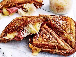 Heißes Pastrami-Sandwich powered by Sauerkraut Rezept