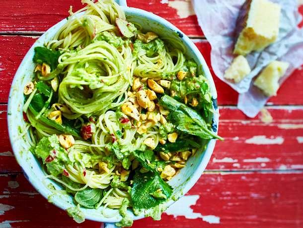 Heißhungerpasta mit Avocado-Radieschen-Pesto Rezept
