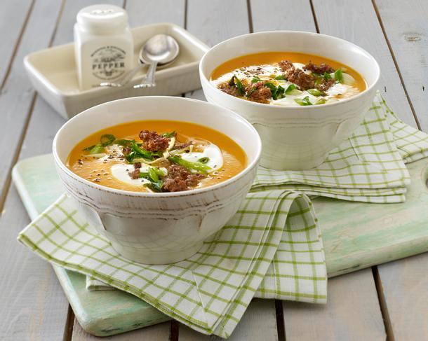 Herbstliche Kürbissuppe mit Hack Rezept