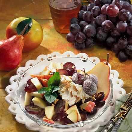 Herbstlicher Obstsalat mit Mandelschmand Rezept