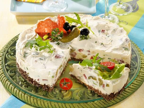 Herzhafte Frischkäse-Torte Rezept