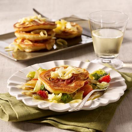 Herzhafte Pancakes mit Chinakohl-Tomaten-Gemüse Rezept