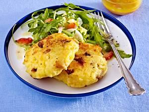 Herzhafte Quarkkeulchen mit Salat Rezept