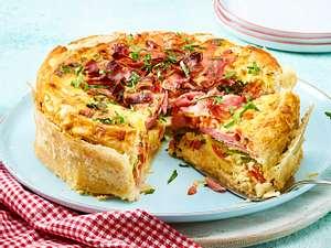Herzhafte Torte mit Fleischwurst, Paprika und Tomaten Rezept