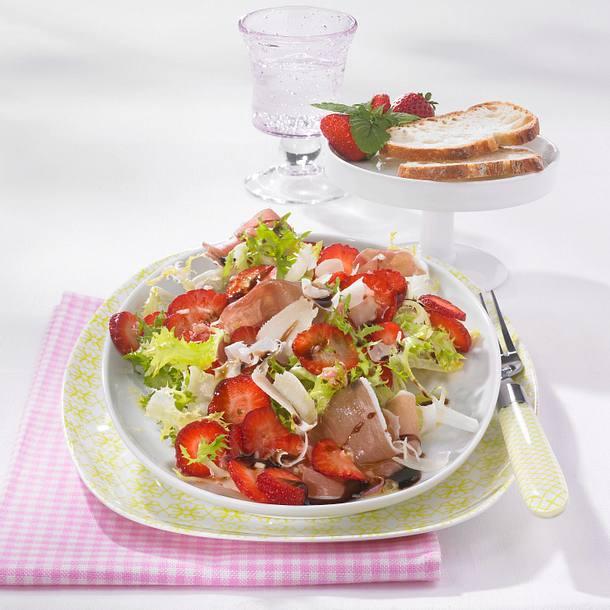 Herzhafter Erdbeersalat mit Balsamico-Creme Rezept
