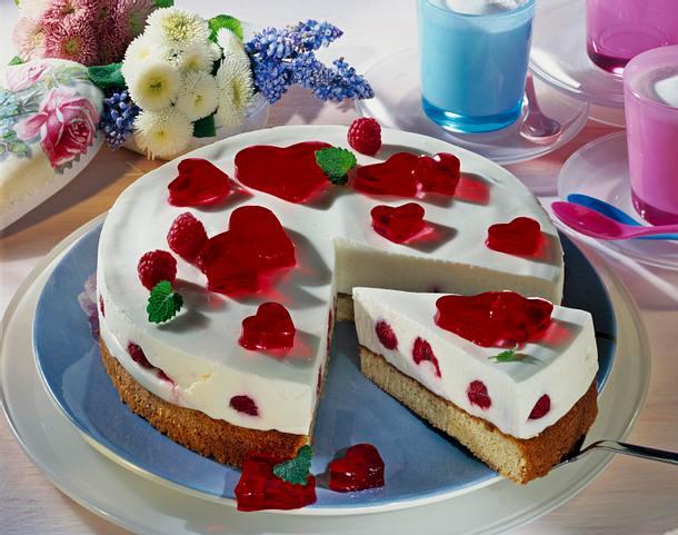 Herzige Himbeer-Joghurt-Torte Rezept