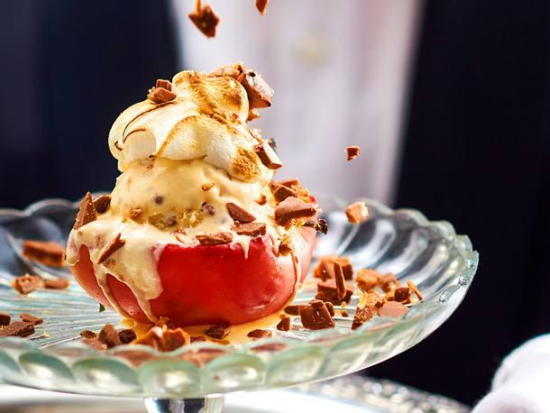 High-Society-Bratapfel mit Eis und Baiserkrönchen Rezept