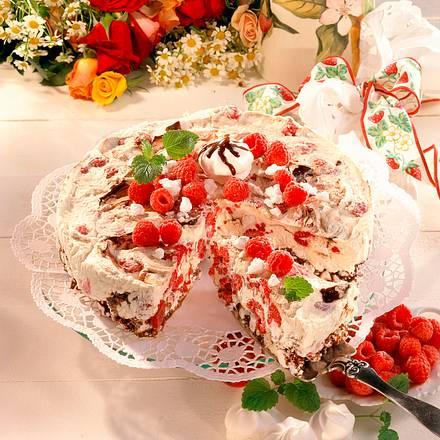 Himbeer-Eistorte mit Baiser Rezept