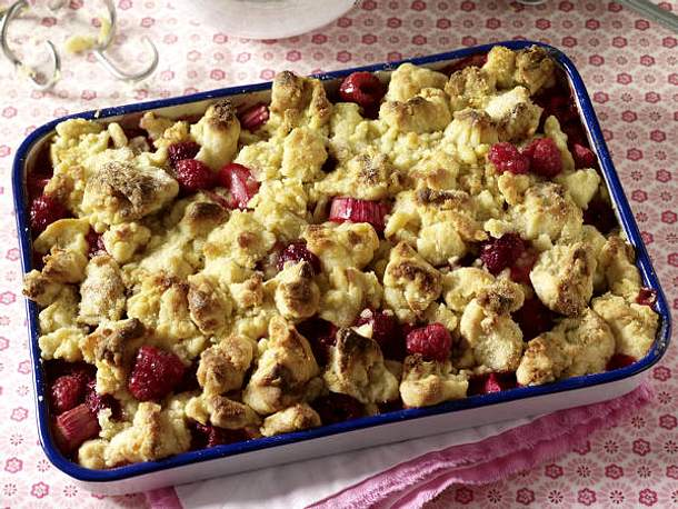 Crumble - knusprige Streusel-Leckerei mit Frucht - Himbeer-Rhabarber-Crumble