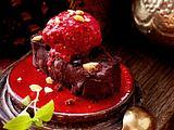 Himbeer-Sorbet auf Macadamia-Brownie Rezept