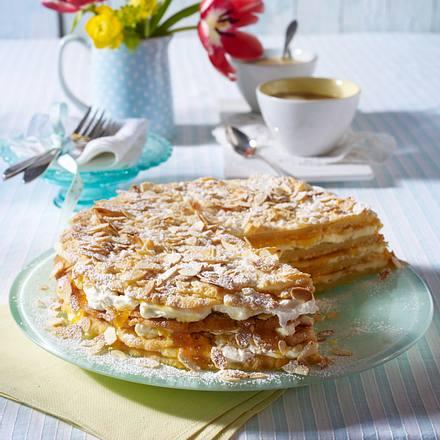 Himmlische Schichttorte mit Aprikosen und Schmand-Sahne-Creme Rezept