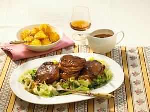 Hirsch-Medaillons in Cognac-Pfeffersoße zu Herzoginkartoffeln Rezept