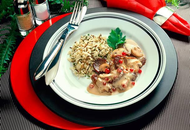 Hirschgeschnetzeltes mit Preiselbeeren und Wild-Reismischung Rezept