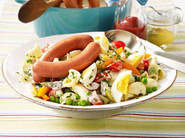 Hörnchen-Nudel-Salat mit kleinen Würstchen Rezept