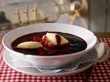 Holunderbeersuppe mit Grießklößchen Rezept