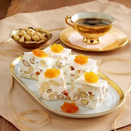 Honig-Mandel-Nougat mit Aprikosen Rezept