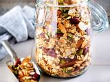 Honig-Nuss-Müsli mit Pistazien und Trockenfrüchten Rezept
