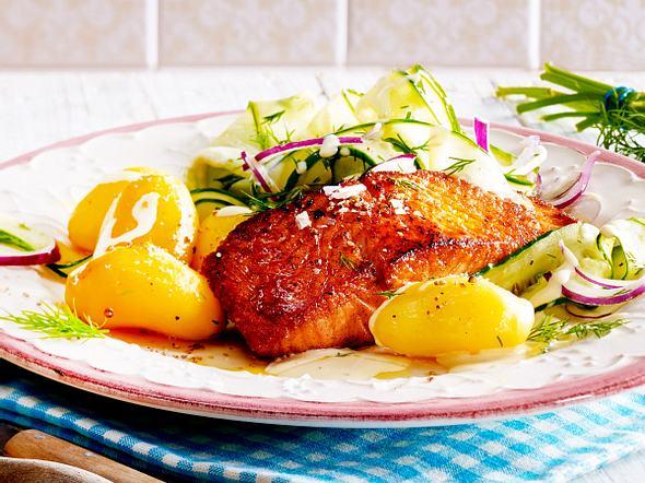 Honig-Senf-Lachs mit cremigem Gurkensalat Rezept